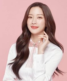 """True Beauty on Instagram: """"@m_kayoung SHE IS SO PRETTY!! 😍♥️ 😍💕 Drama: True Beauty ✨ True Beauty romantic comedy [Goddess Advent] Every week [Wednesday and…"""" Young Korean Actresses, Korean Actors, Pink Wallpaper Girly, Kdrama, Beautiful People, Beautiful Women, Korean Beauty Girls, Young Fashion, True Beauty"""