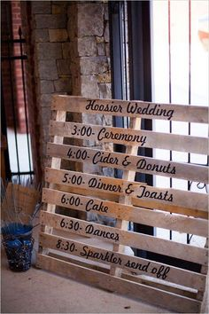 Wooden palette used for wedding sign / http://www.himisspuff.com/rustic-wood-pallet-wedding-ideas/10/