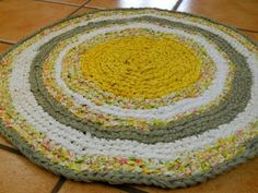 Learn the Formula to Make a CIRCLE Crochet Rag Rug Part 1 - YouTube. Excellent instructions by Erin.