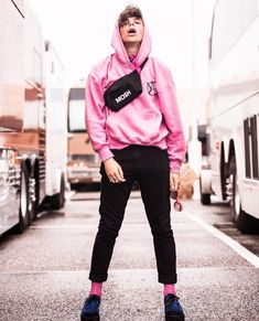 I like Yungblud. Like, a lot. Like, I love him. Like, I'm gay for him… 5sos Album, Pretty People, Beautiful People, Beautiful Pictures, Dominic Harrison, Emo Bands, Cute Faces, Black Heart, Celebrity Crush