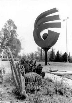 Escultura Alas de libertad, emblema de la FESC