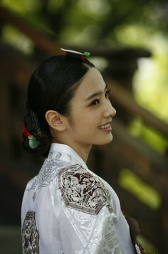 Han chae young in Hanbok, Korean traditional clothes Korean Hanbok, Korean Dress, Korean Outfits, Korean Traditional Dress, Traditional Fashion, Traditional Dresses, Korean Women, Korean Girl, Asian Girl