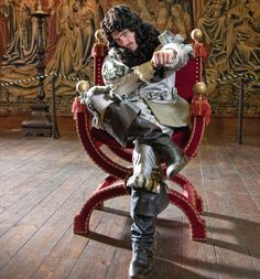 Horrible Histories' Charles II , played by Matthew Baynton as the King of Bling Mathew Baynton, Horrible Histories, Rufus Sewell, Ghost Bc, British Things, Room Pictures, King Charles, World History, Man Crush