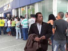 Entenda porque há tantas imagens de John Travolta confuso sendo postadas nas redes sociais | RedeTV! - RedeTV Geeks