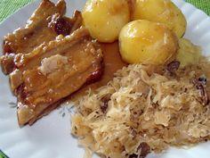 Żeberka w sosie z  kiszoną gotowaną z grzybami kapustą i ziemniakami