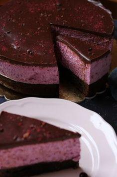 Erdei gyümölcsös túróhabos brownie torta