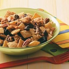 This Maple Pecan Snack Mix recipe takes only 20 minutes to assemble and will be loved by the whole family or is a great option for a healthier treat at your next party. Snack Mix Recipes, Dog Food Recipes, Cooking Recipes, Pecan Recipes, New Recipes, Dried Blueberries, Maple Pecan, Yummy Cookies, Healthy Treats