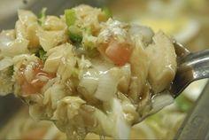 Comida típica de Puerto Rico  A este plato se le llama Serenata y lleva bacalao cocido, papitas, aceite de oliva, cebolla blanca y generalmente, va con huevo duro. Este es uno de los platos en que claramente se nota la influencia española en la cocina boricua.