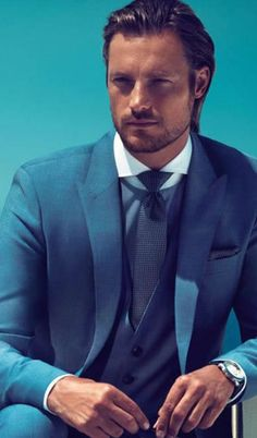 Gabriel Aubry for Hugo Boss. Perfect knot for the perfect neck.