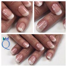 #shortnails #gelnails #nails #frenchnails #mat #handpainted #white #stars #kurzenägel #gelnägel #nägel #french #matt #handgezeichnete #weisse #sternchen #nagelstudio #möhlin #nailqueen_janine
