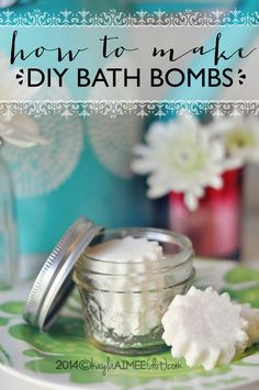 How To Make Homemade Bath Bombs - A great easy Mother's Day Gift Idea! #MothersDay