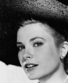 La mas bella, sin duda. Grace Kelly.