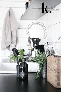 Musta 5101 brush and blueberry scented dish washing liquid. Photo: caisa k. Elegant Kitchens, Cool Kitchens, Home Design, Design Ideas, Kitchen Dining, Kitchen Decor, Kitchen Sink, Kitchen Ideas, Gothic Furniture