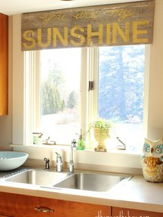 We're in love with this stenciled barn wood valance for a kitchen. http://www.ivillage.com/diy-window-treatments/7-a-554103