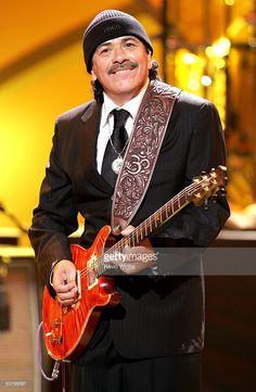 Carlos Santana - Photos of Carlos Santana - sofeminine. Famous Guitars, Best Guitarist, Prs Guitar, Concert Tickets, Hollywood, Him Band, Motown, Hard Rock, Music Artists