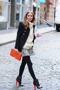 Olivia Palermo, estrenando primavera con un look high Pea coat de Tory Burch, falda de Zara, botines de Aquazzura y bolso de Olivia+Joy.