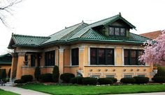 Chicago 1924 yellow brick bungalow with Pagoda style roof. Bungalow Interiors, Bungalow Homes, Art Nouveau, Art Deco, Architecture Details, Interior Architecture, Amazing Architecture, Craftsman Bungalows, Craftsman Houses