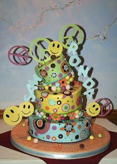 Hippy cake love the design on this one Hippie Cake, Hippie Party, Cupcake Cakes, Cupcakes, Love Cake, Fancy Cakes, Edible Art, Yummy Food, Yummy Recipes