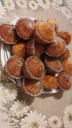 Bögrés kürtöskalács muffin! Pont olyan finom mint a valódi kürtőskalács, csak sokkal könnyebb elkészíteni! Baby Food Recipes, Sweet Recipes, Dessert Recipes, Cooking Recipes, Hungarian Desserts, Hungarian Recipes, Waffle Cake, Torte Cake, Sweet Pastries