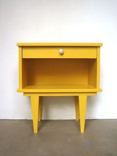 Table de nuit jaune vintage relooking meubles - Table de chevet jaune ...