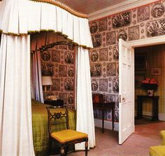 Bedroom and wallpaper by John Fowler