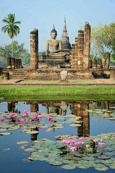 Estatua de Buda Templó Wat Mahathat Tailandia