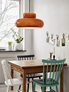 Cute kitchen nook in a Scandinavian styled Gothenburg apartment. Best Simple Kitchen Designs Ideas For Small House Decoration Simple Kitchen Design, Kitchen Designs, Appartement Design, Interior Decorating, Interior Design, Kitchen Nook, Small Dining, Cozy House, Apartment Living