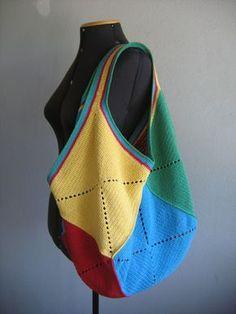 Olá!!! Ái, demorou um pouco, mas enfim terminei a bolsa e o PAP!! Batizei esta bolsa de Fiore porque ela foi feita com o fio Fiore da E... Crochet Shell Stitch, Crochet Stitches, Knit Crochet, Patchwork Quilting, Crochet Handbags, Crochet Purses, Crochet Market Bag, Purse Patterns, Knitted Bags