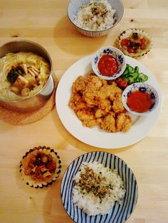 Christmas dinner Japanese style:    - tomato tarte tatin  - Chinese cabbage hot pot   - fried chicken        The custom of eating fried chicken on Christmas eve in Japan results from KFC's holiday campaign in 1974. Its buckets were heavily marketed as a holiday essential (an aim to replace turkey in traditional Christmas' dinner menu). Since then, having KFC fried chicken has become many's Christmas ritual.