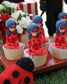 A última da festinha com tema Ladybug que publicamos hoje no site. Olha que demais os cupcakes que a @sweetcarolinatheartofcake fez com a personagem do desenho.❤️No site tem mais fotos e detalhes da mesa de doces, vem ver: www.babieskids.cz! #festainfantil #kids #kidsparty #disney #ladybug