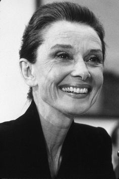 Audrey Hepburn Alt, Classic Hollywood, Old Hollywood, Viejo Hollywood, Ageless Beauty, British Actresses, Iconic Women, Vintage Glamour, Classic Beauty