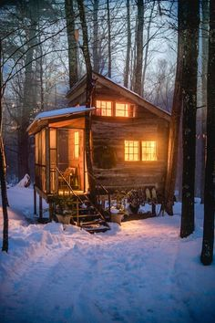 Sharing my obsessive love of rustic cabin life through photos and art I have collected. Please feel free to share - most of the photos. Tiny House Cabin, Tiny House Living, Tiny House Design, Cabin Homes, Log Homes, Tiny Homes, Winter Cabin, Cozy Cabin, Cozy Winter