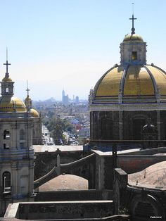 La Ciudad de México desde la Villa de Guadalupe - Mexico City from Guadalupe Village by lanzero, via Flickr