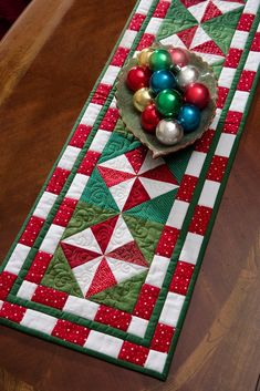 Deck the Halls: Quilts to Celebrate Christmas: Learn how to make patchwork stars! In this rich collection of Christmas patterns, you'll find festive quilts to deck the halls--and mantels, tables, floors, and more! These projects include delightful designs for children as well, so you'll soon have everyone dreaming of Christmas!