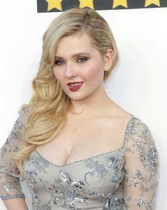 Abigail Breslin, Curvy Celebrities, Celebs, Beauté Blonde, Female Actresses, Cute Beauty, Celebrity Dresses, India Beauty, Stylish Girl
