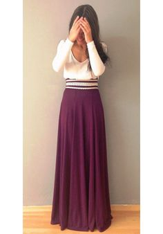 Two tone maxi dress with lace details on the waist.