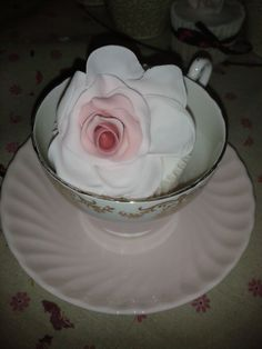 Wedding cupcakes with handcrafted roses Wedding Cupcakes, Roses, Handmade Gifts, Quilts, Eat, Cooking, Desserts, Food, Decor