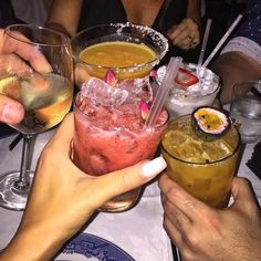 Alcohol Aesthetic, Aesthetic Food, Alcoholic Drinks, Beverages, Cocktails, Yummy Drinks, Yummy Food, Fancy Drinks, Comida Diy