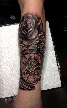 Klok tattoo voorbeelden, laat je inspireren door Dutch Ink!