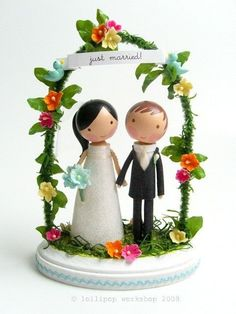 okay, now that's just too darn adorable!  Clothes pin dolls | Clothespin Dolls / wedding cake topper