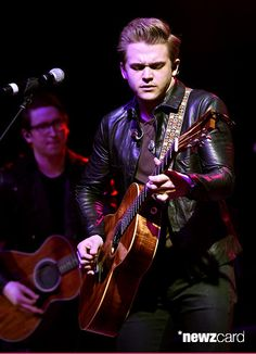 Country star Hunter Hayes performs onstage during the ACM Lifting Lives Gala at the Omni Hotel on April 17, 2015 in Dallas, Texas.