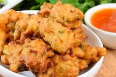 Add kaffir lime leaves / lemon grass Serve these spicy corn fritters with a sweet chilli dipping sauce for an enticing entree. Indian Snacks, Indian Food Recipes, Vegetarian Recipes, Snack Recipes, Cooking Recipes, Veggie Snacks, Budget Cooking, Indian Foods, Popsicle Recipes