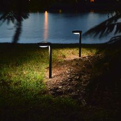 Pathway Solar Light DISC2 by Free-Light. Natural White Outdoor Solar Pathway Lights.
