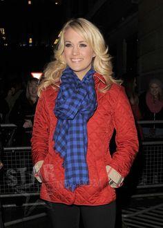 carrie underwood 2013 | Carrie Underwood: Checkered Scarf Cutie!