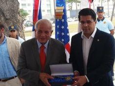 Alcalde de Miami recibe llave de Santo Domingo