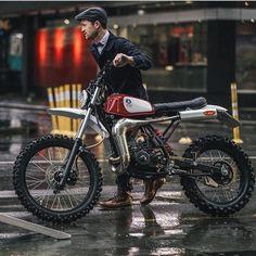 """bikebound: """" fighting the rain at the Auckland Gentleman's Ride. : J… bikebound: """" kämpft beim Auckland Gentleman's Ride gegen den Regen. Yamaha Cafe Racer, Honda Scrambler, Dt Yamaha, Cafe Racer Motorcycle, Motorcycle Outfit, Cafe Racers, Women Motorcycle, Motorcycle Quotes, Motorcycle Helmets"""