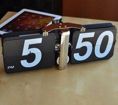 Giant Flip Clock | The Gadget Flow