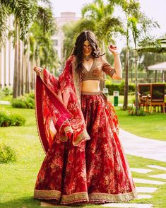 We're Heart-eyes for this Bride who Bloomed in a Raspberry Red Floral Lehenga – Wedding Decor Mehendi Outfits, Indian Bridal Outfits, Indian Designer Outfits, Designer Dresses, Indian Bridesmaid Dresses, Designer Bridesmaid Dresses, Indian Bridal Fashion, Designer Wear, Indian Lehenga