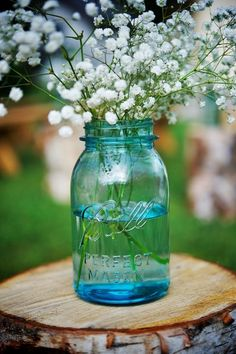 #Babysbreath in #masonjars - so easy and so gorgeous! {B-Freed Photography}