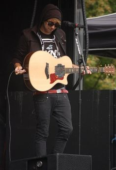 Alex Gaskarth. <3
